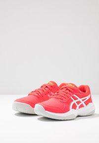 ASICS - GEL-GAME - Tennisschoenen voor kleibanen - laser pink/white - 3