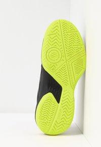 ASICS - GEL-GAME - Tennisschoenen voor kleibanen - black/sour yuzu - 5