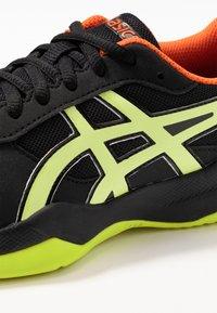 ASICS - GEL-GAME - Tennisschoenen voor kleibanen - black/sour yuzu - 2