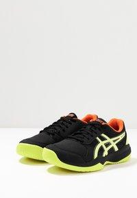ASICS - GEL-GAME - Tennisschoenen voor kleibanen - black/sour yuzu - 3