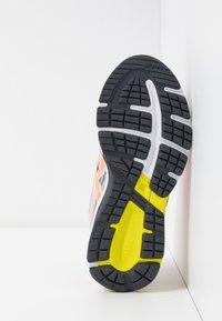 ASICS - GT-1000 8  - Neutrální běžecké boty - piedmont grey/sun coral - 5