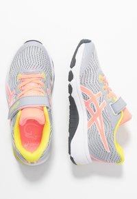 ASICS - GT-1000 8  - Neutrální běžecké boty - piedmont grey/sun coral - 0