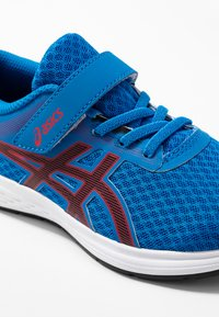 ASICS - PATRIOT 11 - Neutral running shoes - electric blue/speed red - 2