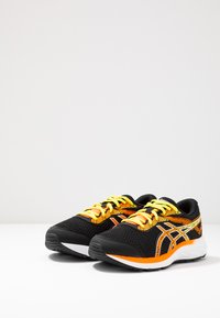 ASICS - GEL-EXCITE 6 - Hardloopschoenen neutraal - black/shocking orange - 2