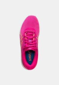 ASICS - PATRIOT 11 - Hardloopschoenen neutraal - pink glow/sun coral - 1
