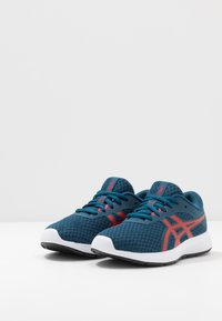 ASICS - PATRIOT 11 - Neutral running shoes - mako blue/classic red - 3