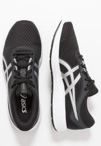 ASICS - PATRIOT 11 - Neutrální běžecké boty - black/silver - 1