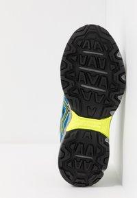 ASICS - GEL-VENTURE 7 - Hardloopschoenen neutraal - black/safety yellow - 5