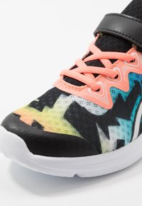 ASICS - SOULYTE - Chaussures de running neutres - black/sun coral - 2