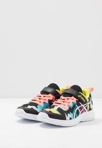 ASICS - SOULYTE - Chaussures de running neutres - black/sun coral - 3