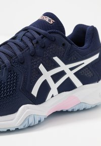 ASICS - GEL-RESOLUTION 8 - Multicourt tennis shoes - peacoat/candy - 2
