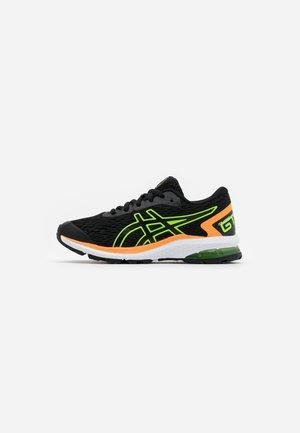 GT-1000 9 - Stabilní běžecké boty - black/green gecko