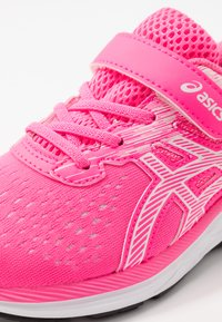 ASICS - PRE EXCITE 7 - Neutral running shoes - hot pink/white - 2