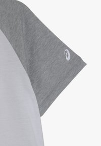 ASICS - COLOR BLOCK - Print T-shirt - brilliant white/mid grey heather