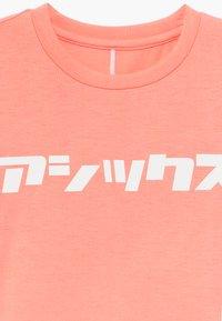 ASICS - KATAKANA - Print T-shirt - guava - 3