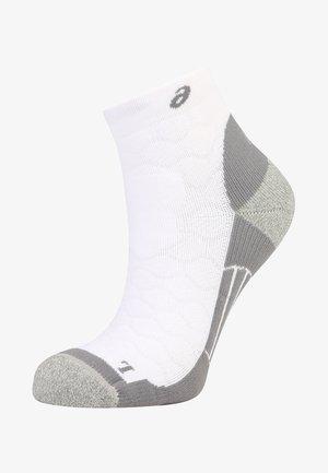 ROAD QUARTER - Sportovní ponožky - real white