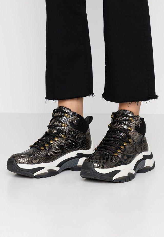 ALFA - Sneakers high - gun