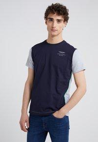 Hackett Aston Martin Racing - T-shirts print - navy/grey - 0