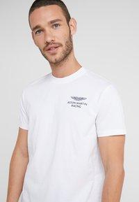 Hackett Aston Martin Racing - LOGO TEE - T-shirt - bas - white - 4