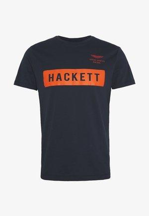 AMR HACKETT TEE - T-shirt z nadrukiem - navy