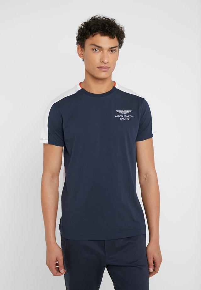 AMR TEE - T-Shirt print - navy/white