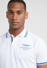 Hackett Aston Martin Racing - Polotričko - white - 4