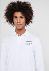 Hackett Aston Martin Racing - Poloshirts - white - 5