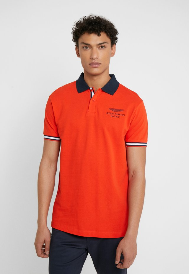 AMR TAPE POLO - Polo shirt - orange lacquer