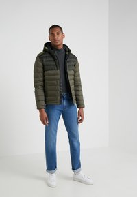 Hackett Aston Martin Racing - CORE SKI JACKET - Dunjakke - olive - 1