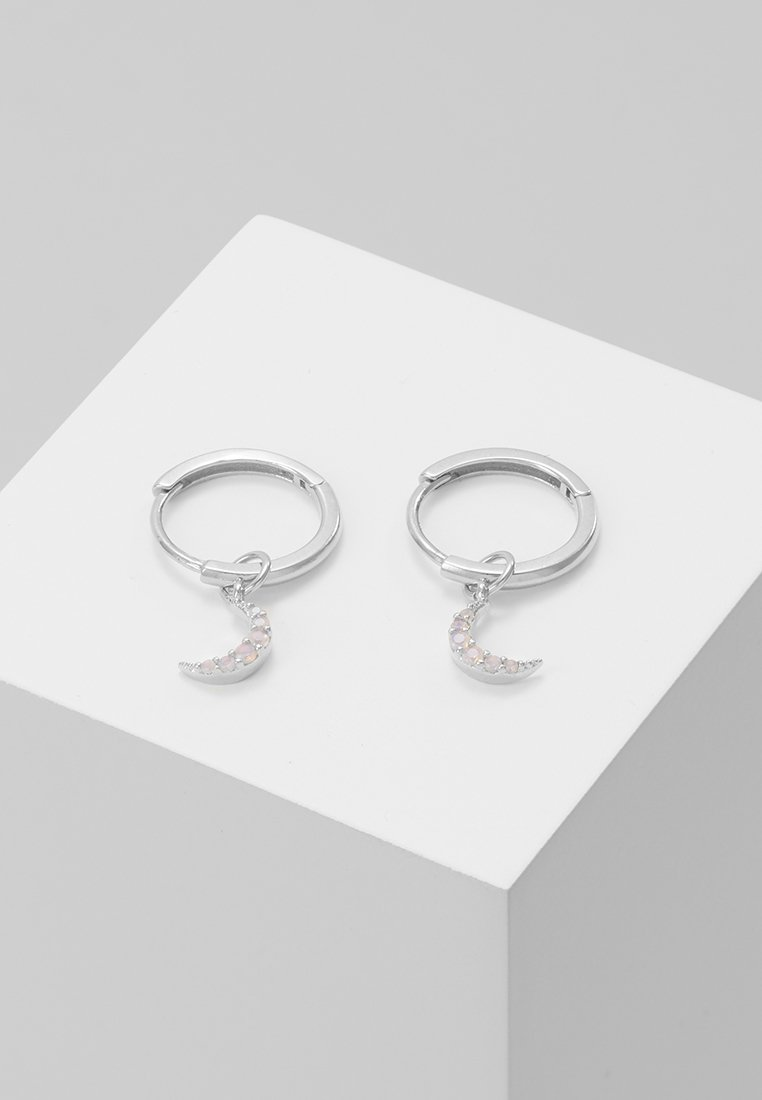 Astrid & Miyu - MYSTIC MOON PENDANT EARRINGS HOOPS - Ohrringe - silver-coloured