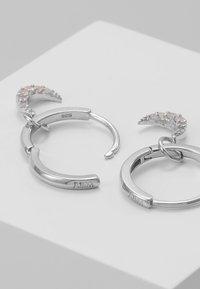 Astrid & Miyu - MYSTIC MOON PENDANT EARRINGS HOOPS - Orecchini - silver-coloured - 2