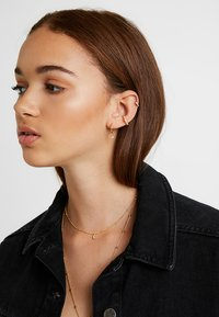 Astrid & Miyu - MYSTIC STAR EAR CUFF - Earrings - gold-coloured - 1