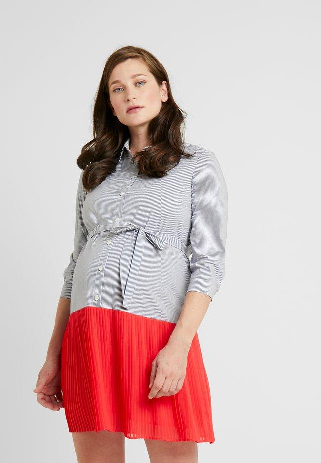 CAMICIA PLISSE - Košilové šaty - coral