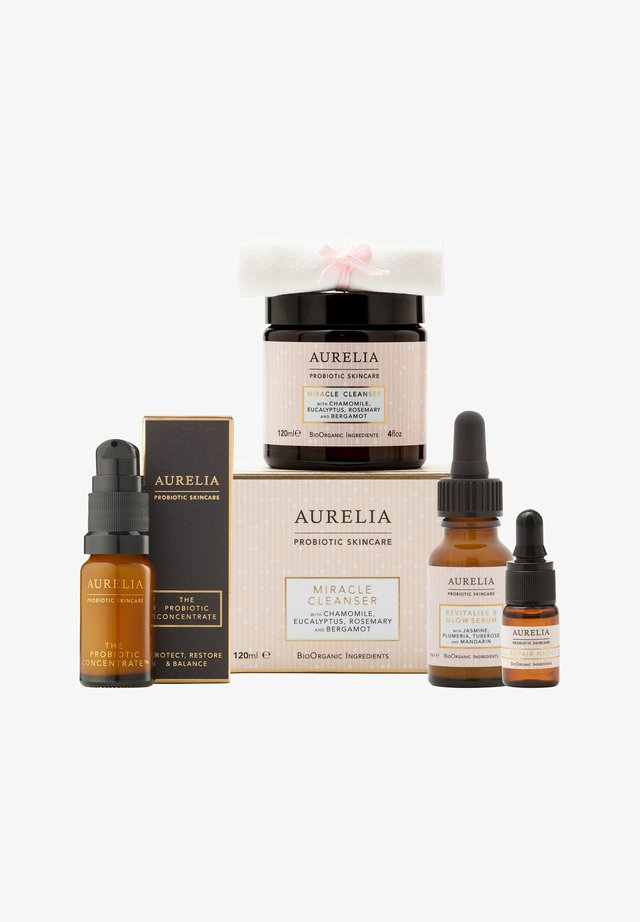 AURELIA PROBIOTIC SKINCARE FAVOURITES X FEELUNIQUE GIFT SET - Skincare set - -