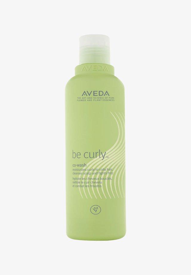 BE CURLY™ CO-WASH  - Shampoo - -