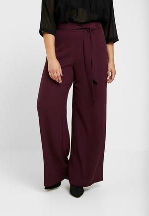 Pantalones - winetasting