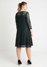 Anna Field Curvy - Koktejlové šaty/ šaty na párty - scarab - 3