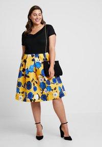 Anna Field Curvy - Sukienka z dżerseju - blue/yellow - 1