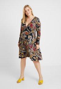 Anna Field Curvy - Jersey dress - black/berry - 0