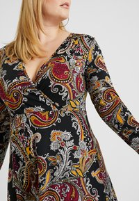 Anna Field Curvy - Jersey dress - black/berry - 6
