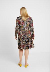 Anna Field Curvy - Jersey dress - black/berry - 3