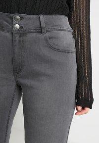Anna Field Curvy - Slim fit jeans - grey - 3