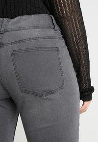 Anna Field Curvy - Slim fit jeans - grey - 5