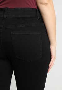 Anna Field Curvy - Slim fit jeans - black - 3