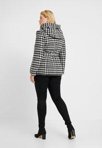 Anna Field Curvy - Lehká bunda - white/black - 2