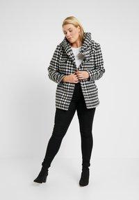 Anna Field Curvy - Lehká bunda - white/black - 1