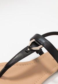 Call it Spring - JADENE - Sandály s odděleným palcem - black - 5