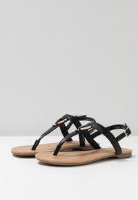 Call it Spring - JADENE - Sandály s odděleným palcem - black - 2