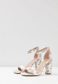 Call it Spring - TAYVIA  - Sandaler med høye hæler - white/multicolor - 4