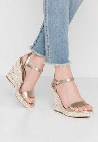 Call it Spring - ALEXEY VEGAN - Sandály na vysokém podpatku - champagne - 0